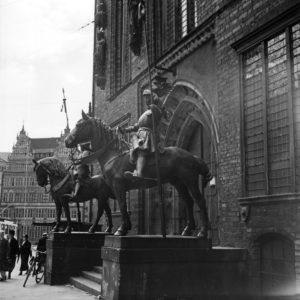 Sculptures of knights at the entrance of Bremen city hall, Germany 1930s.