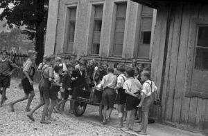 Children get the school lunch, Germany 1940s
