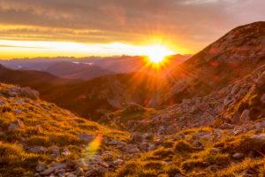 Deutschland, Bayern, Bayerische Alpen, Garmisch-Partenkirchen, Sonnenaufgang im Estergebirge