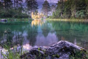 Deutschland, Bayern, Bayerische Alpen, Grainau, Morgenstimmung am Eibsee im Sommer