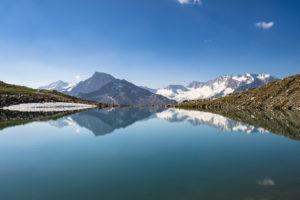 Österreich, Tirol, Zillertal, Mayrhofen, Blick über den Friesenbergsee auf die Zillertaler Gipfelprominenz um den Hochfeiler und Großer Möseler