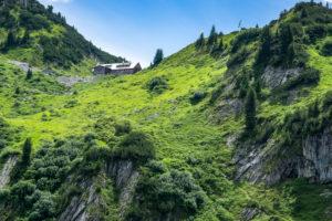 Österreich, Vorarlberg, Lechquellengebirge, Dalaas, Freiburger Hütte, Blick hinauf zur Freiburger Hütte