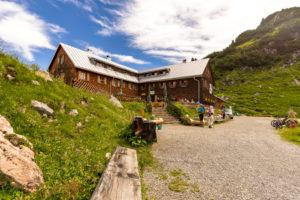 Austria, Vorarlberg, Lechquellen Mountains, Dalaas, Freiburger Hütte in summer