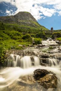 Austria, Vorarlberg, Lechquellen Mountains, Dalaas, hiker on wooden bridge about Lech