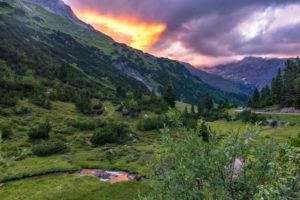 Österreich, Vorarlberg, Lechquellengebirge, Dalaas, Sonnenuntergang im Spullertal