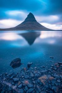 Europa, Nordeuropa, Island, Snaefellsnes, Grundarfjördur, Spiegelung des Kirkjufell in kleinem See