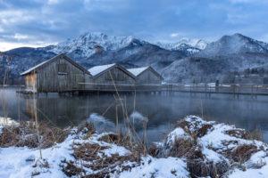 Europa, Deutschland, Bayern, Schlehdorf, Kochelsee, Morgenstimmung am winterlichen Kochelsee