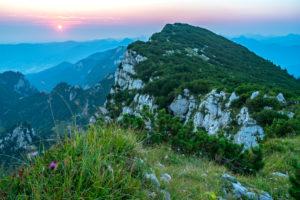 Europa, Deutschland, Bayern, Voralpenland, Benediktbeuern, Sonnenaufgang auf der Benediktenwand