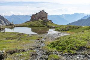 Europa, Österreich, Tirol, Osttirol, Kals am Großglockner, Blick auf die Sudetendeutsche Hütte in den Hohen Tauern