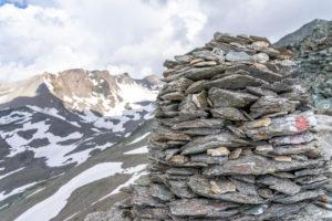 Europa, Österreich, Tirol, Osttirol, Kals am Großglockner, Steinmännchen auf der Dürrenfeldscharte