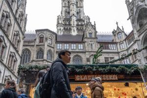 Europa, Deutschland, Bayern, München, Weihnachtsmarkt im Innenhof des Neuen Rathauses am Münchner Marienplatz