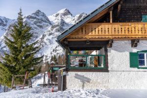 Europa, Österreich, Berchtesgadener Alpen, Salzburg, Werfen, Ostpreussenhütte vor der Kulisse des Floßkogel und Alblegg