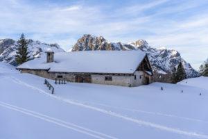 Europa, Österreich, Berchtesgadener Alpen, Salzburg, Werfen, Ostpreussenhütte, Blick auf die idyllische Blühnteckalm in den Berchtesgadener Alpen