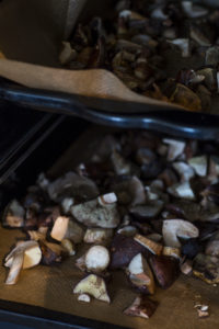 Maronen zum Trocknen im Holzofen