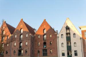 Niederlande, Groningen, Grachtenhäuser