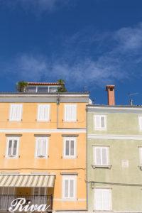 2 Hausfassaden in Cres, Insel Cres, Kroatien