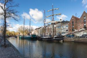 Kanal in der Innenstadt von Groningen, Niederlande