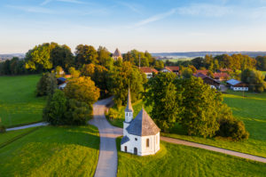 Chapel St. Leonhard, Harmating, near Egling, Tölzer Land, aerial view, Upper Bavaria, Bavaria, Germany