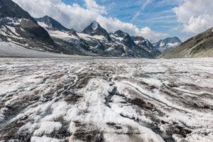 Schweiz, Wallis, Haute Route Chamonix Zermatt, Wasserbäche fließen über den Glacier d'Otemma ins Tal