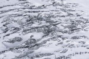 Schweiz, Wallis, Zermatt, Gletscherspalten Theodulgletscher von oben