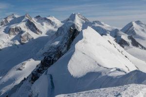 Schweiz, Wallis, Zermatt, Aussicht vom Hauptgipfel des Breithorn auf Monte Rosa, Liskamm, Breithorn Mittelgipfel und Zwillinge Pollux und Castor
