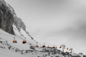 Schweiz, Graubünden, Samnaun, Österreich, Tirol, Ischgl, Sessellift von Alp Trida zum Viderjoch an stürmischem Tag