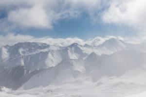 Schweiz, Graubünden, Schneegestöber im Tal von Samnaun mit Piz Mundin, Piz Malmurainza, Piz Salet, Muttler