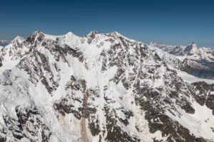 Italien, Piemont, Schweiz, Kanton Wallis, Ostwand Monte Rosa Massiv, im HIntergrund Grand Combin, Dent d'Herens und Matterhorn