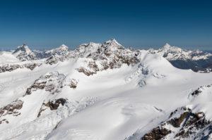 Italien, Piemont, Schweiz, Kanton Wallis, im Vordergrund Liskamm, im Hintergrund Matterhorn, Dent Blanche, Zinalrothorn und Weisshorn