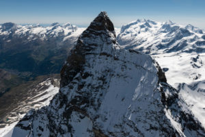 Italy, Piedmont, Switzerland, Canton Valais, Zermatt, Matterhorn from the west with Liongrat and Zmuttgrat, in the background Alphubel, Allalinhorn, Rimpfischhorn, Strahlhorn, Monte Rosa, Liskamm, Castor and Breithorn