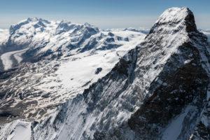 Italien, Piemont, Schweiz, Kanton Wallis, Zermatt, Matterhorn Nordwand mit Hörnligrat und Zmuttgrat, im Hintergrund Monte Rosa, Liskamm, Castor, Pollux, Breithorn und Kleinmatterhorn