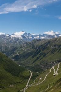 Schweiz, Kanton Uri Wallis und Bern, Blick von der Furka Passhöhe auf Furkapass, Grimselpass und Berner Oberland