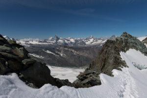 Schweiz, Kanton Wallis, Saastal, Saas-Fee, Blick vom  Feejoch auf Matterhorn, Dent d'Herens, Mont Blanc, Grand Combin, Dent Blanche, Obergabelhorn