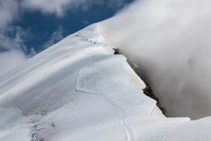 Schweiz, Kanton Wallis, Saastal, Saas-Grund, Bergsteiger beim Aufstieg zum Weissmies Westgrat