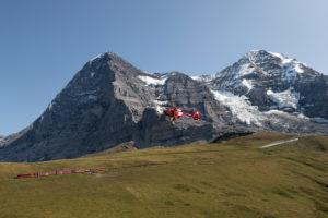 Schweiz, Kanton Bern, Berner Oberland, Grindelwald, Wengen, Kleine Scheidegg, Rettungshubschrauber, Bahn zum Jungfraujoch, Top of Europe, Eiger Nordwand, Mönch, Eigergletscher
