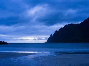 Blaue Stunde, Insel Senja, Norwegen