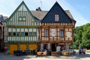 Restaurants at the harbour of Saint Goustan, Departement Morbihan, Brittany, France