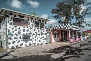 Australien, Provinz Queensland, On the Road, Tankstelle und Geschäfte am Straßenrand