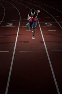Fatima Pedru, Profi-Leichtathletin,  Persönlichkeitsrechte beachten,   Mau_Set, Menschen, Frau, Farbige, Leichtathletik, Laufen, Sprint, Konzentration, Start, Leistung, Höchstleistung, Kondition, Training, Sport, Laufsport, Sportart, Leistungssport, Sportlerin, Profisportlerin, Leichtathletin, Startblock, Ganzkörper, außen, Tartanbahn, Laufbahn, Training, Lauftraining, laufen, sprinten, dynamisch, sportlich, Schnelligkeit, Geschwindigkeit,