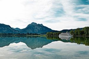 MS Füssen auf dem Forggensee bei Füssen, im Hintergrund Schloss Neuschwanstein