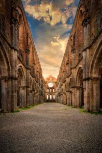 Europe, Italy, Abbazia di San Galgano, Monticiano, Tuscany, Ruin of abandoned abbey,