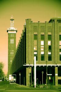Köln, Deutschland, Gebäude der ehemaligen Messe Köln mit dem Sitz des Fernsehsenders VOX auf dem Charles-de-Gaulle Platz
