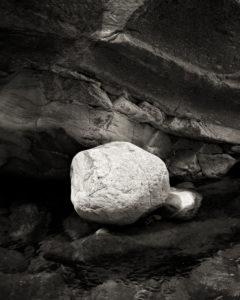 fließendes Wasser, Stein, Felsen