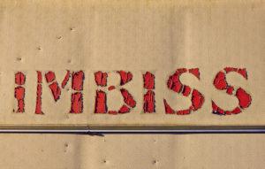 Schriftzug ' Imbiss ', rote Buchstaben auf beigem Hintergrund