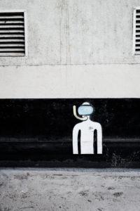Bild eines Taucher an einer Hauswand in der Stadt