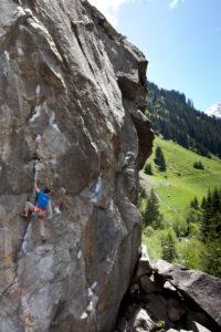 Kletterer im Klettergarten Ginzling, Zillertal, Tirol, Österreich