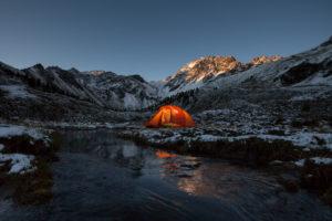 Übernachten im Zelt bei Wintereinbruch im Fundustal, Ötztal, Tirol, Österreich