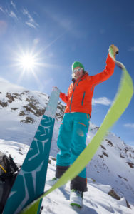 Frau mit Tourenskier bei Skitour im Kühtai, Stubaier Alpen, Tirol, Österreich