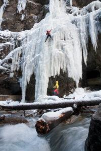 Eisklettern in der Partnachklamm, Garmisch, Wettersteingebirge, Bayern, Deutschland
