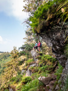 Hiking on the second valley path, narrow path on the Kandel
